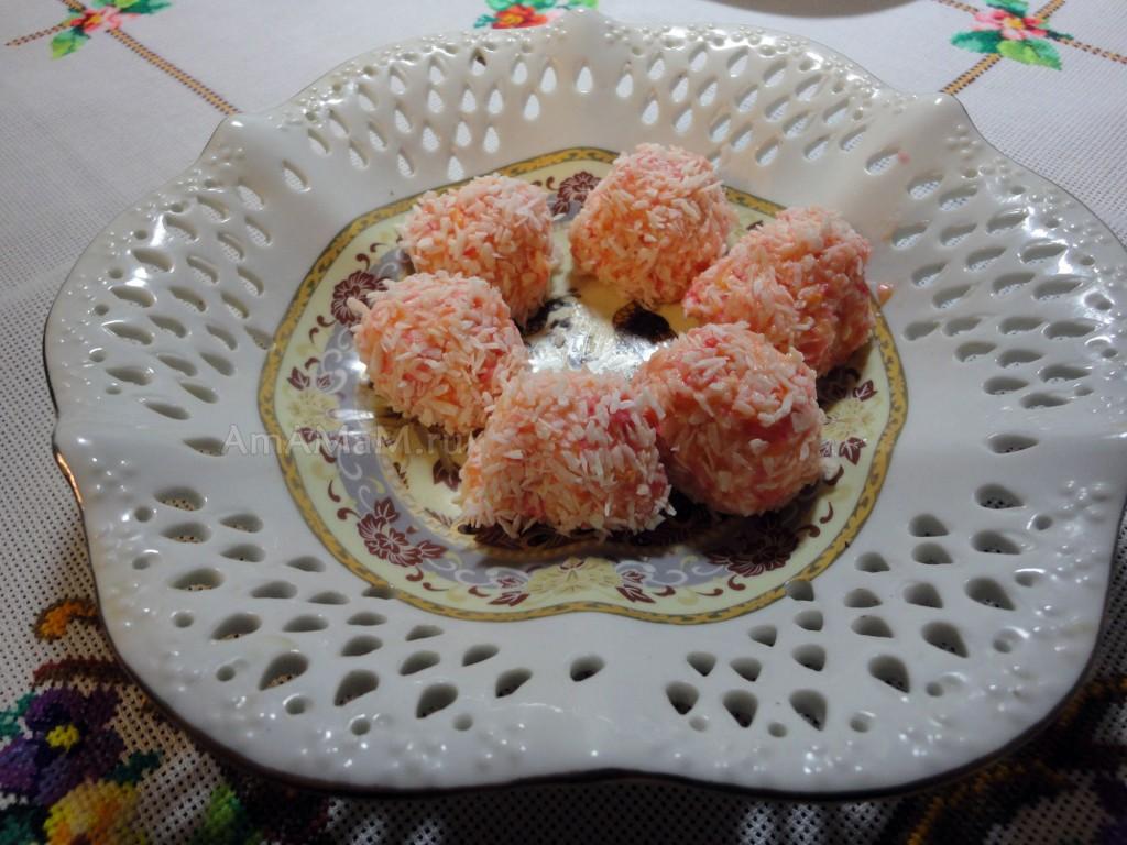 Рецепт домашних конфет из нежного крема с кокосом и миндальным орехом