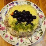 Салат с куриной печенью-украшенный овечкой