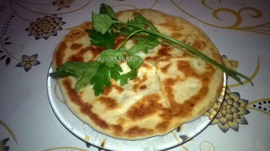 Хычины балкарские с сыром, зеленью и картошкой