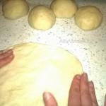 Как раскатать тесто для кавказских пирогов - фото