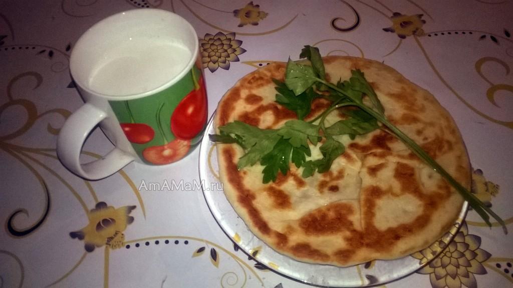 Пастушьи пироги с сыром, зеленью и картофелем