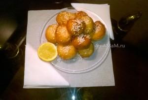 Приготовление мини-пончиков по-гречески