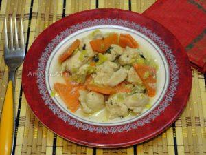 Рецепт куриного рагу с яблочком и луком