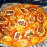 Пицца с грибами, картофелем и кальмарами (постная)