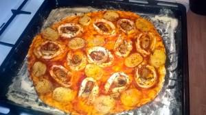 Постная пицца с морепродуктами (кальмары, картофель, грибы) - способ приготовления, пошаговые фото, рецепт