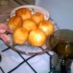 Рецепты греческой кухни - сладости лукумадес (маленькие пончики)