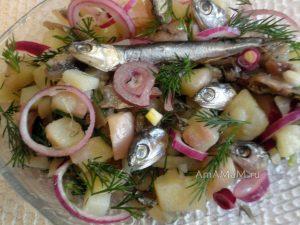 Вкусный салат с хамсой (анчоусом) - простой и вкусно, рецепт и фото