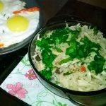 Салат из капусты с орехами и изюмом