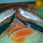Этапы приготовления рыбных рулетов из скумбрии