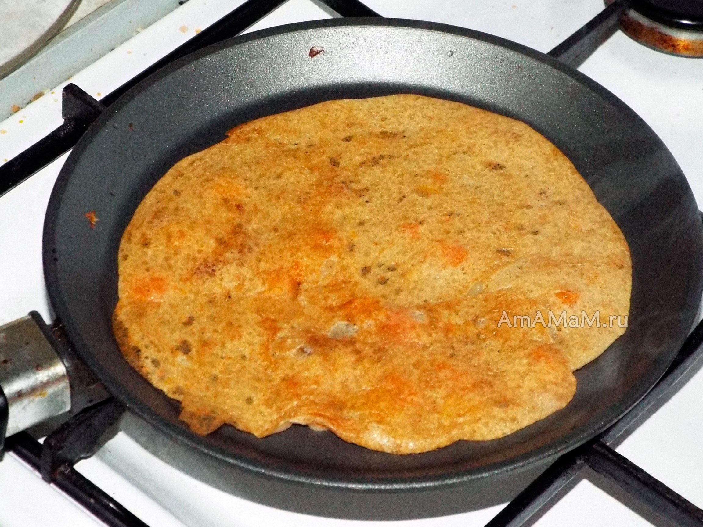 блины на воде с яйцами пошаговый рецепт тонкие с дырочками с кипятком фото