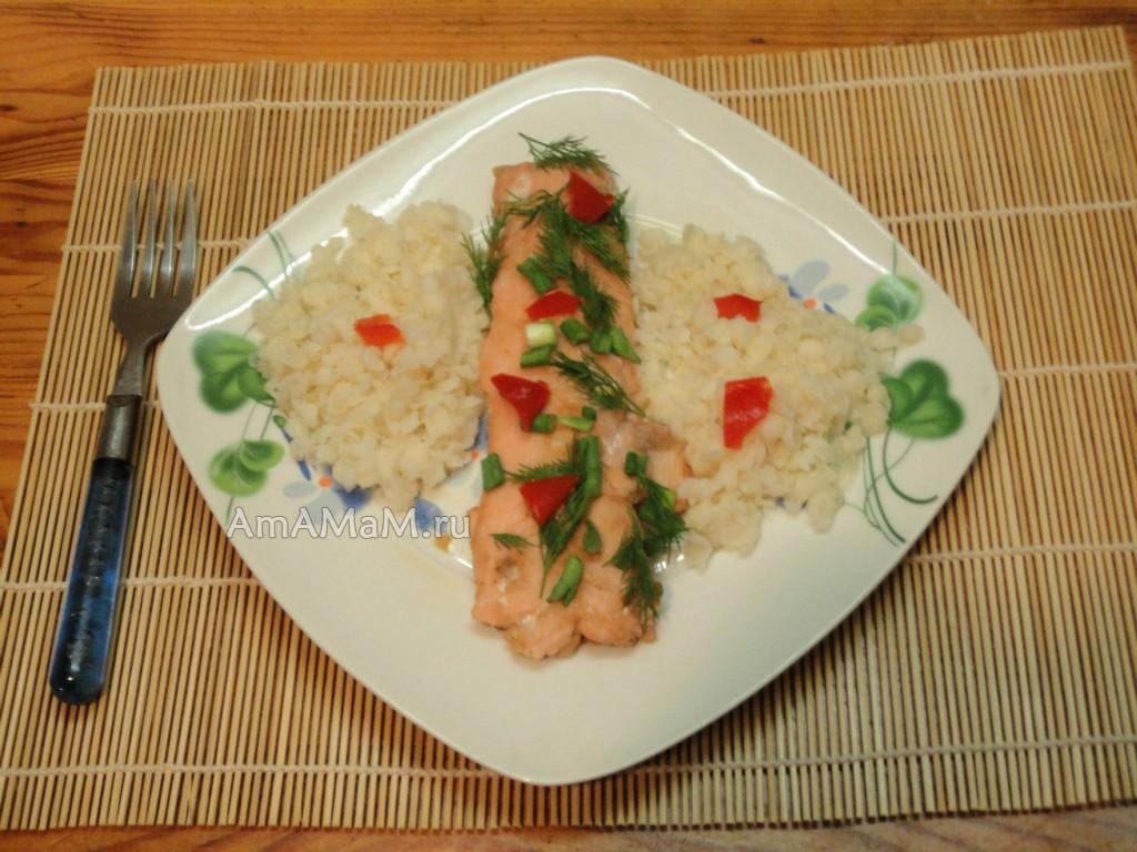 Что сделать из риса и суховатой красной рыбы - рецепт для пароварки