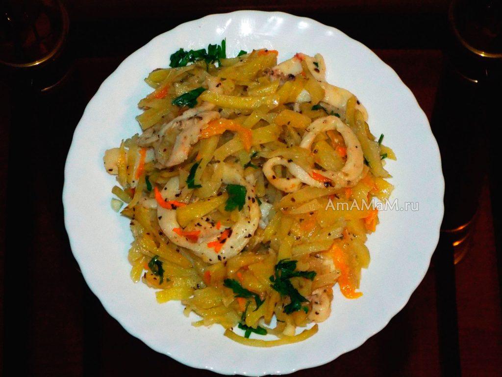 Кальмары с картофелем в духовке - рецепт с фото