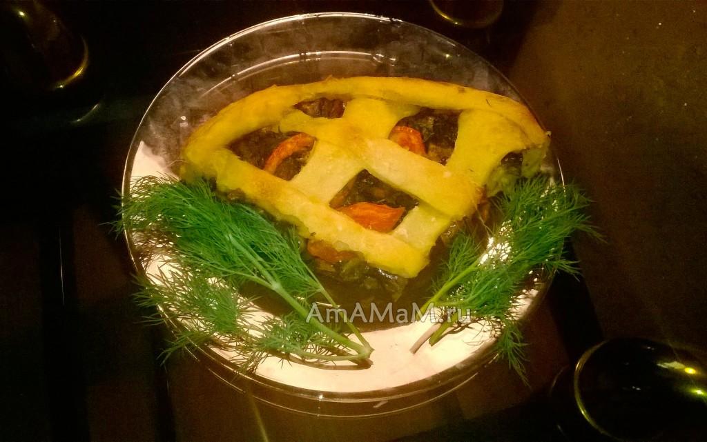 Плетеный постный пирог из картофельного теста с шампиньонами