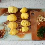 Рецепт надрезанного картофеля с ореховой начинкой (постный рецепт)