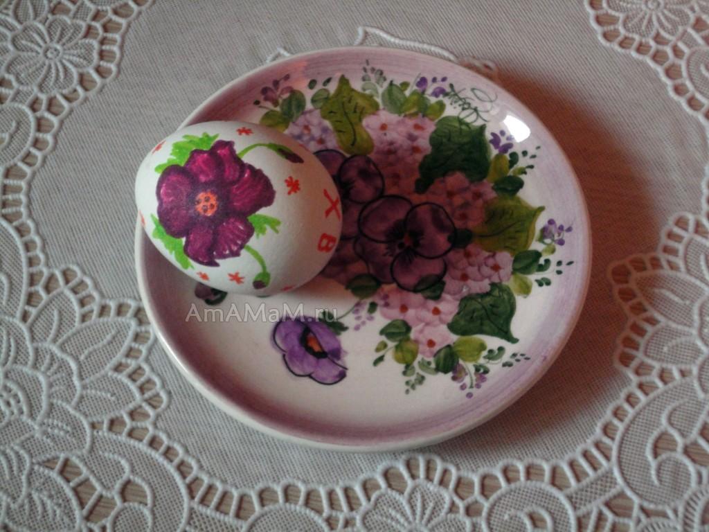 Красиво яйцо с рисунком цветка