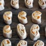 Рецепт вкусного слоеного печенья в форме ушек и способ приготовления