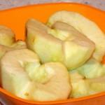 Фото очищенных половинок яблок