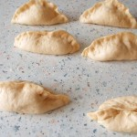 Простые домашние пирожки с гороховой начинкой - рецепт с фото