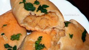 Гороховые пирожки с луком - рецепт с фото