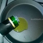Красивое оливковое масло на сковороде - фото