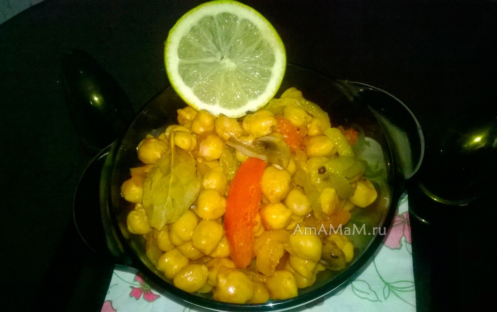 Вкусное блюдо из грибов с нутом и овощами - рецепт