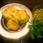 Рисовые шарики с зеленым горошком