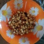 Способ приготовления салата с грудкой и сухариками