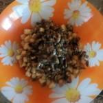 Состав салата из грудки с сухариками и грибами