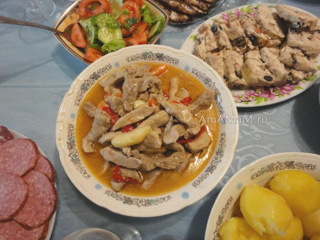 Бефстроганов из свинины - рецепт с яблоком и фото блюда