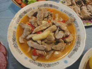 Рецепт бефстроганова из свинины с перцем, морковью и яблоками и фото