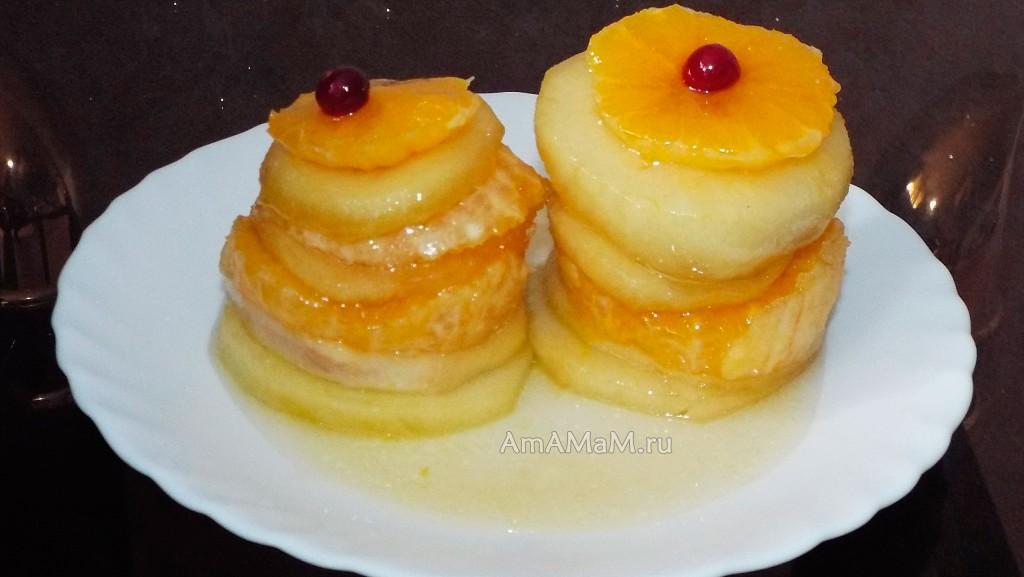 Слоеный десерт - пирамидки из яблок и апельсинов  под карамельным соусом