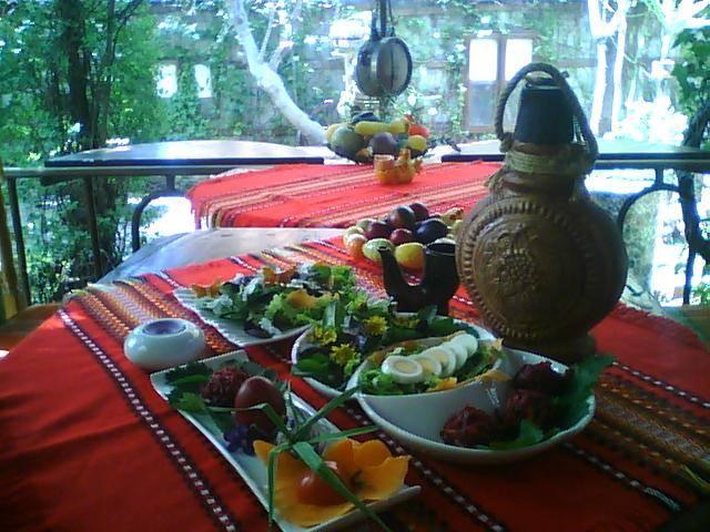 Красочный пасхальный стол
