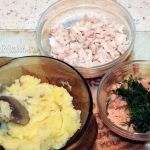 Ингредиенты начинки для пирожков с кальмаром, икрой трески и картофелем