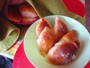 Пирожки с изюмом печеные - рецепт
