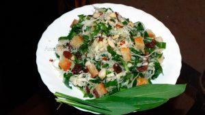 Салат с черемшой - рецепт с фото