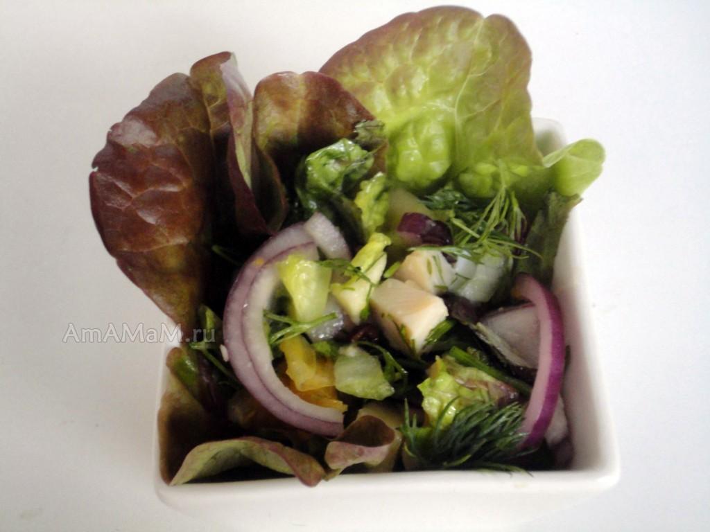 Рецепт салата из консервированного кальмара с фруктами