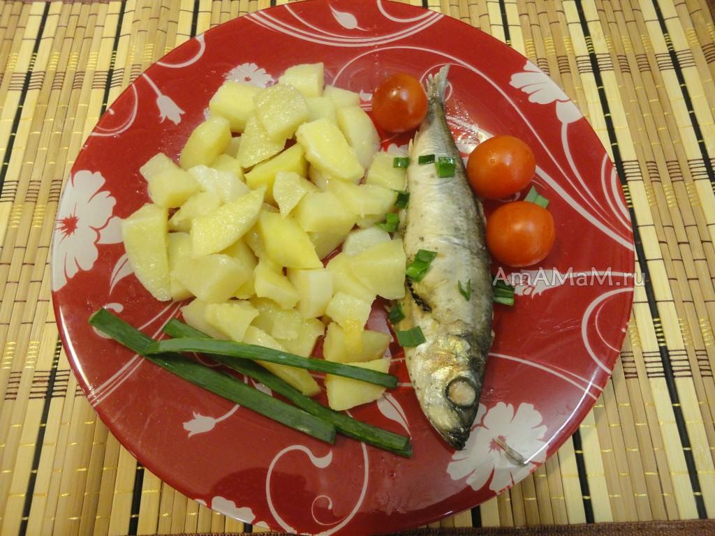 Салака с картошкой - фото