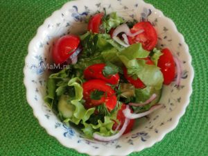 Рецепты с маринованными огурцами - простой и вкусный салат