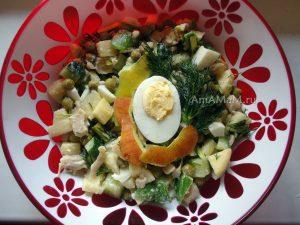 Рецепт салата из кальмаров с яблоком