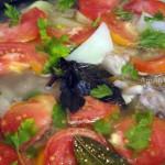 Рецепт тушеных бедрышек с картофелем, помидорами и луком