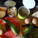 Кальмары консервированные, горошек, яйца, яблоко, зелень, огурец