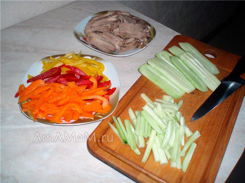 Как праивльно нарезать мясо языка и овощи в салат