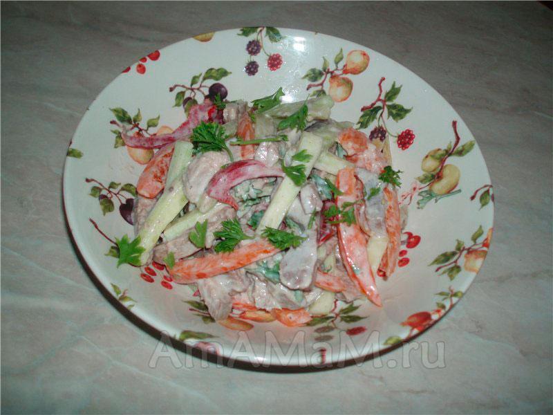 Что готовят из языка - рецепт салата с перцем и огурцами