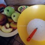 Рецепт пирога - персики и яблоки