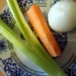 Чем заправить бульон для домашней лапши - сельдерей, морковка, яйцо