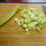 Способ нарезки сельдерея для супа-лапши