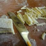 Нарезка теста на лапшу - фото и рецепт супа