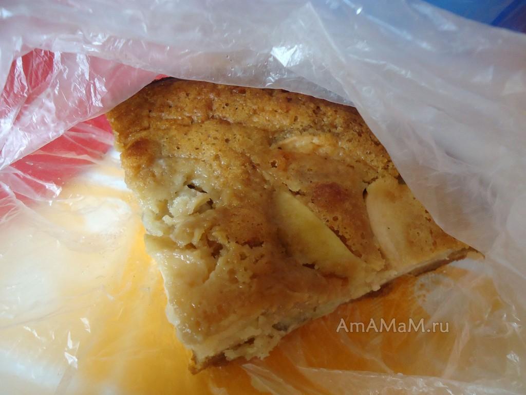 Кусочек бананового пирога на скорую руку