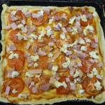Пицца с колбасой - домашний рецепт