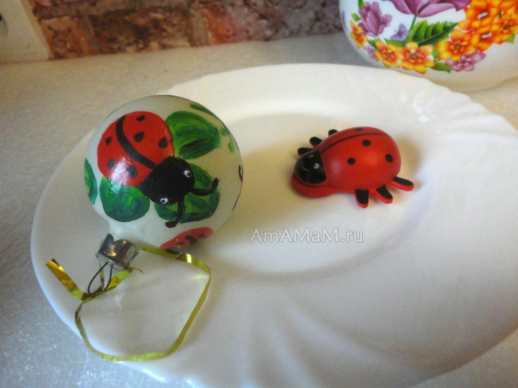 Как разукрасить елочные игрушки - фото и советы